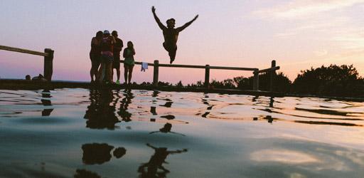 swimming-388910_1280-1728x800_c