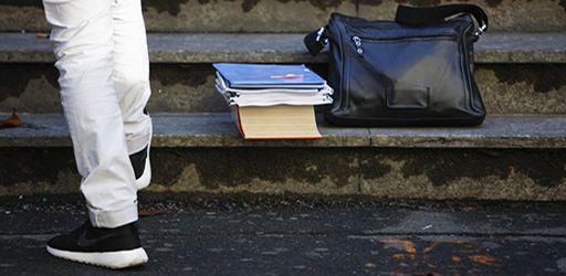 Foto Belen Sivori/LaPresse 17/06/2015 Torino, Italia Cronaca Inizio esame di maturità 2015 Nella foto: studenti nel Liceo scientifico Gobetti Segrè  Photo Belen Sivori/LaPresse 17/06/2015 Turin, Italy News School exam 2015 In the pic: students at the school Gobetti